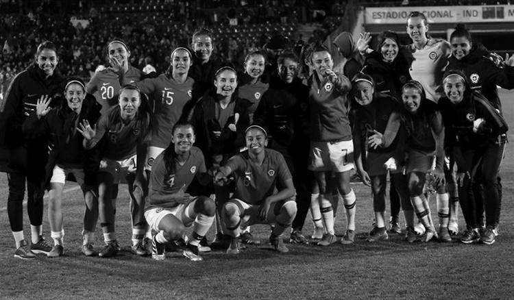 Sueldos, salud y equipamiento para el fútbol chileno | La tinta