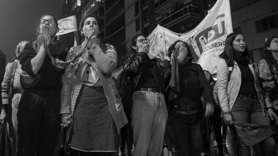 13J-Vigilia-Aborto-Feminismo-mujeres-lluvia-pañuelos-Colectivo-Manifiesto-06