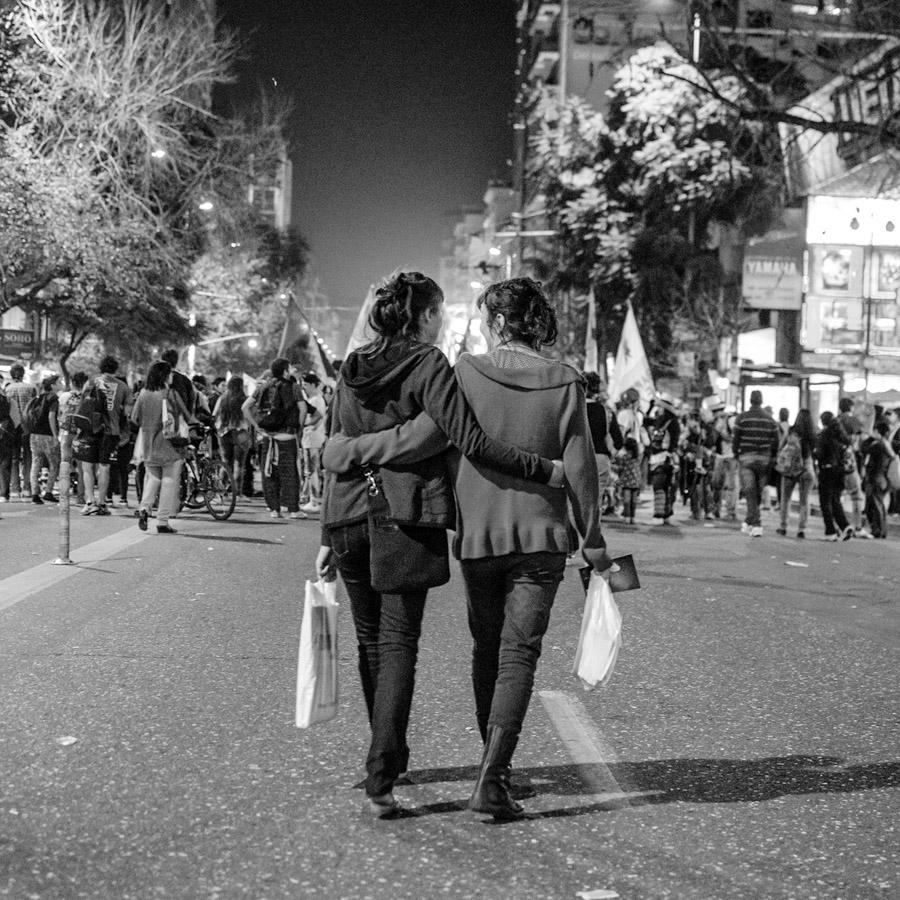 Abrazo-Mujeres-feminismo-Colectivo-Manifiesto