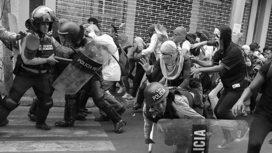 Honduras represion policial la-tinta