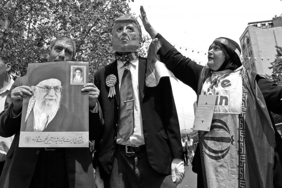 Iran marcha contra Estados Unidos la-tinta