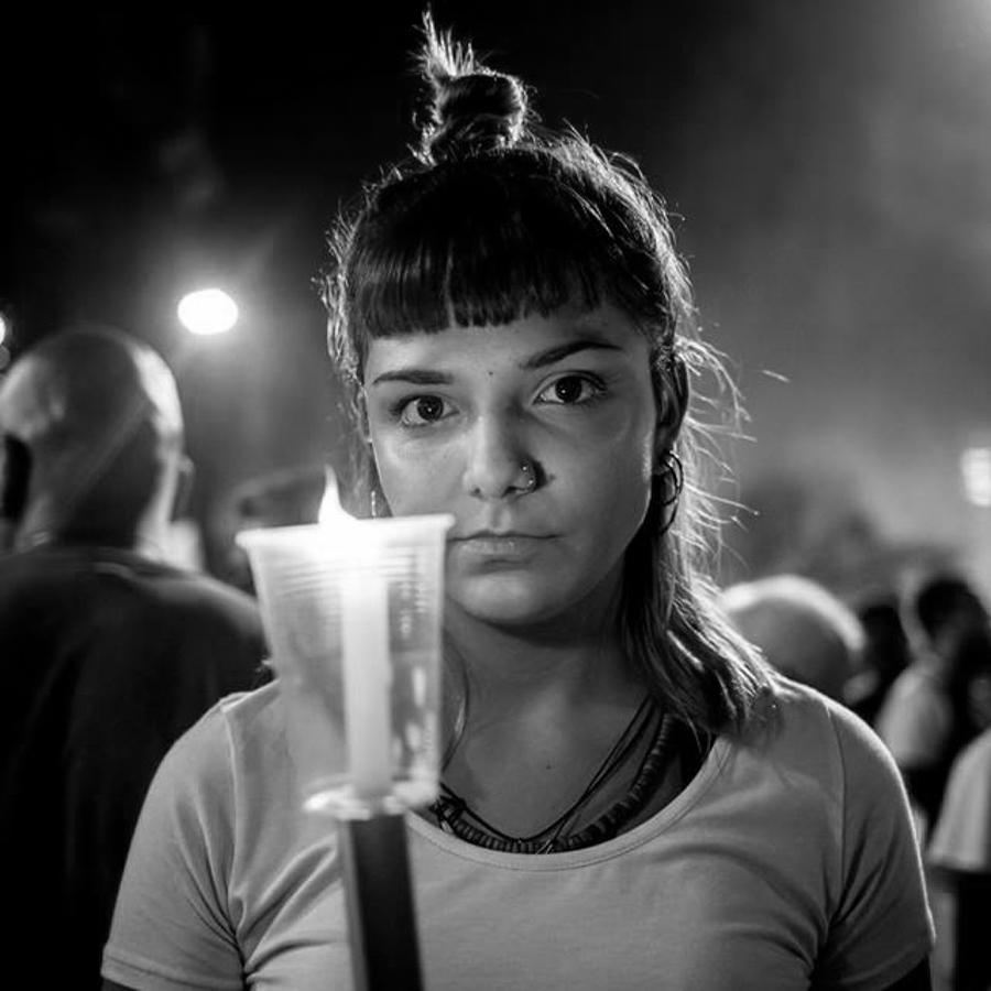 Vela-luz-corte-marcha-retrat-chica-joven-mujer-Lucia-Prieto