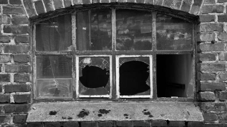 ventana-rota-delito-juvenil-3