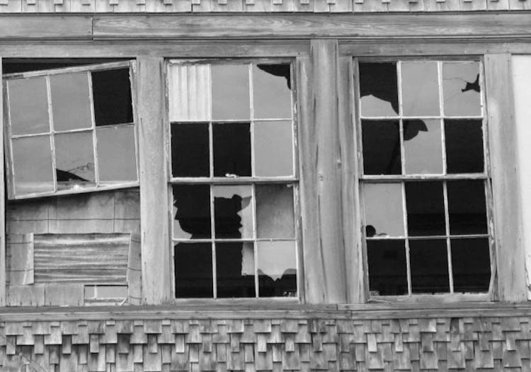 ventana-rota-delito-juvenil
