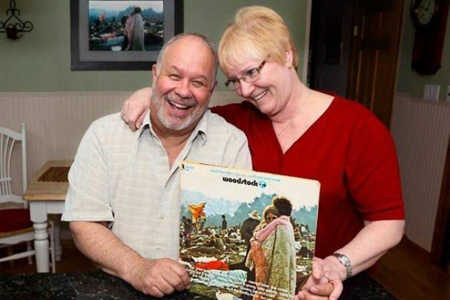 Bobby Kelly y Nick Ercoline, aun siguen en pareja y tiene una copia de la fotografia colagada en su living