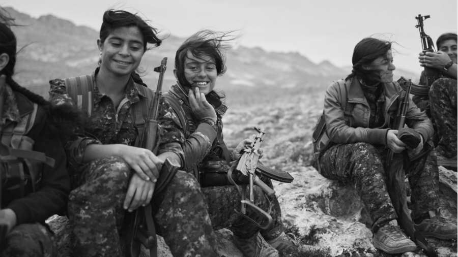 Kurdistan Combatientes de las YJE la-tinta