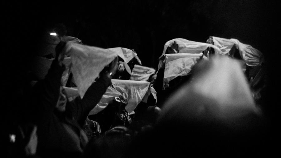 Pañuelos-abuelas-plaza-de-mayo-lesa-humanidad-dictadura-colectivo-manifiesto-01