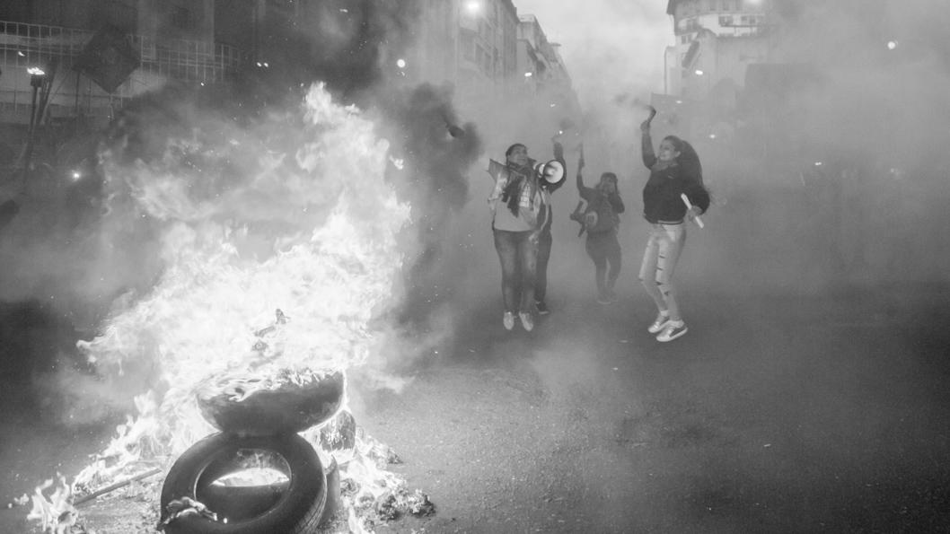 Piqueteros-cordoba-marcha-protesta-fuego-mujeres-colectivo-manifiesto-01