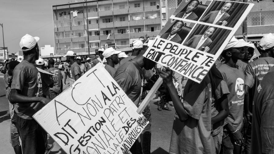 Senegal protesta contra corrupcion la-tinta