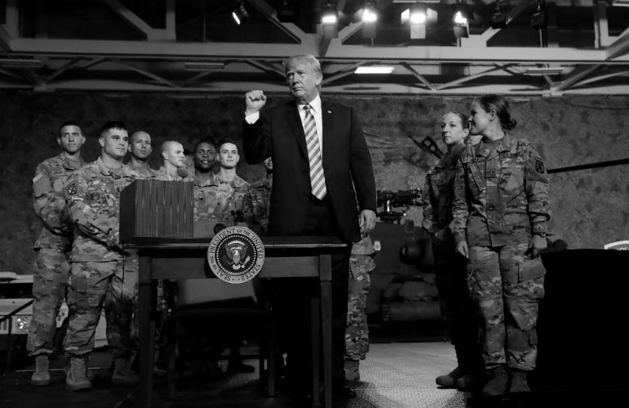 Estados Unidos Trump con militares la-tinta