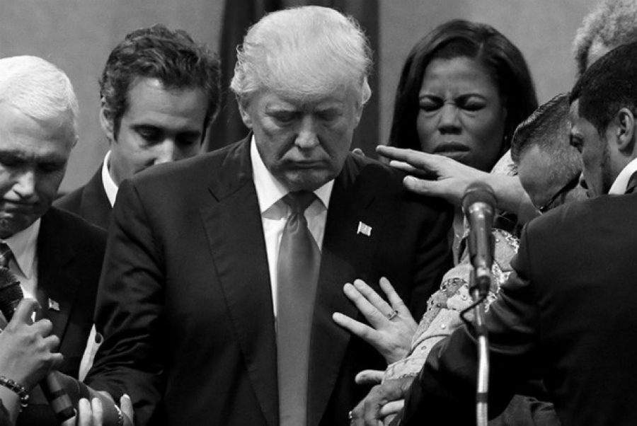 Estados Unidos Trump reza la-tinta