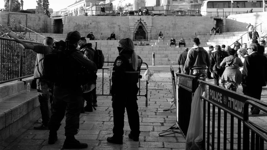 Palestina Cisjordania control policial la-tinta