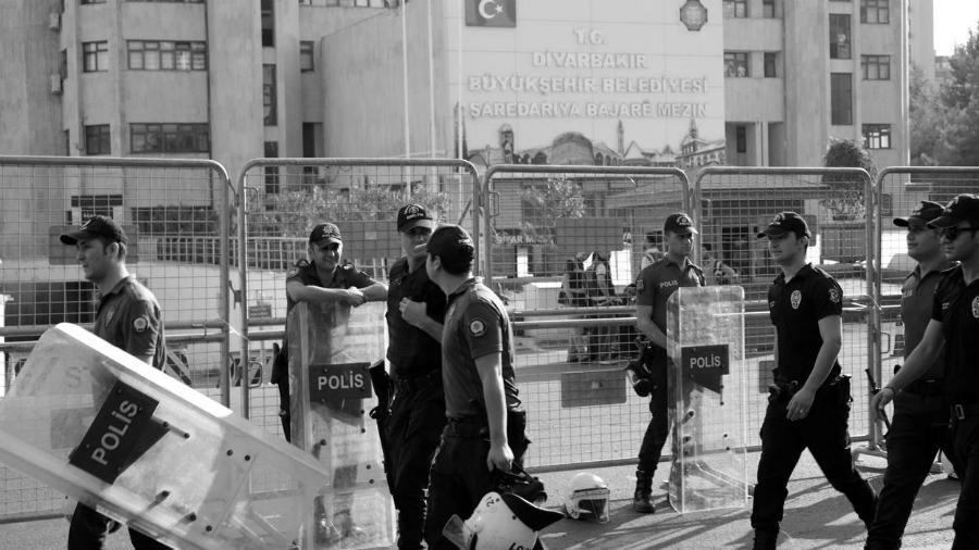 Turquia municipio Amed policia la-tinta