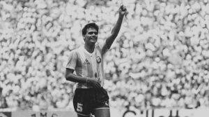 Fútbol y Alzheimer: el vínculo entre cabecear y la enfermedad del Tata Brown