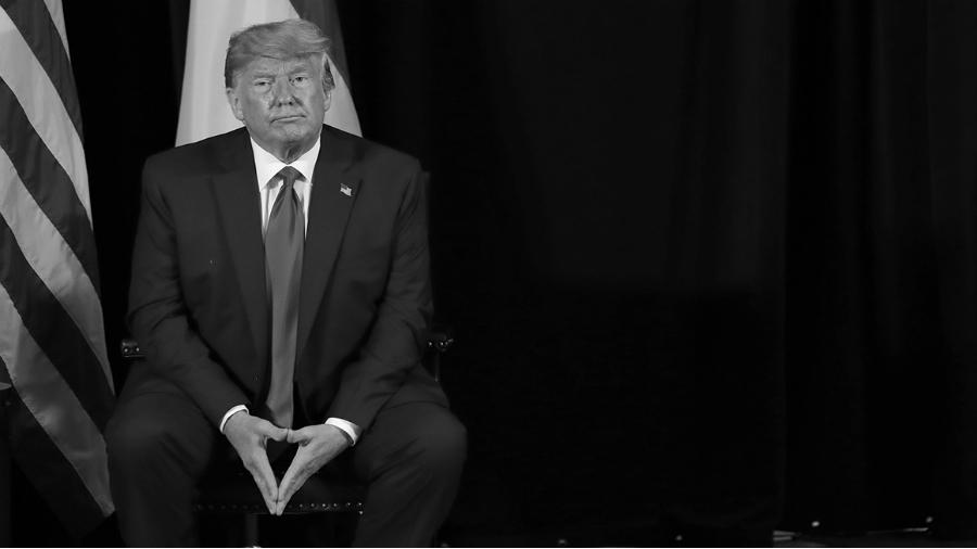 Estados Unidos Trump sentado la-tinta