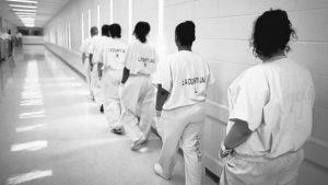 Voces detrás de las rejas: Mujeres en las cárceles estadounidenses