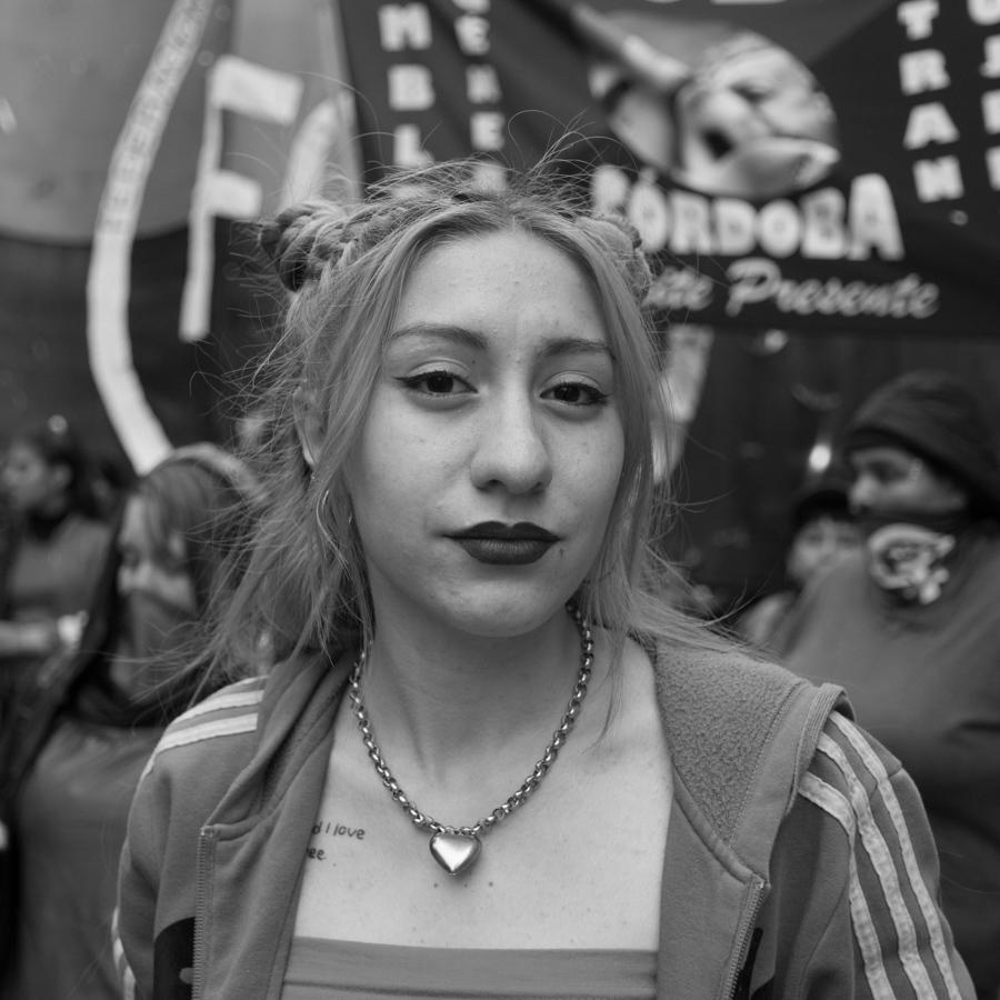 Mujer-retrato-joven-feminismo