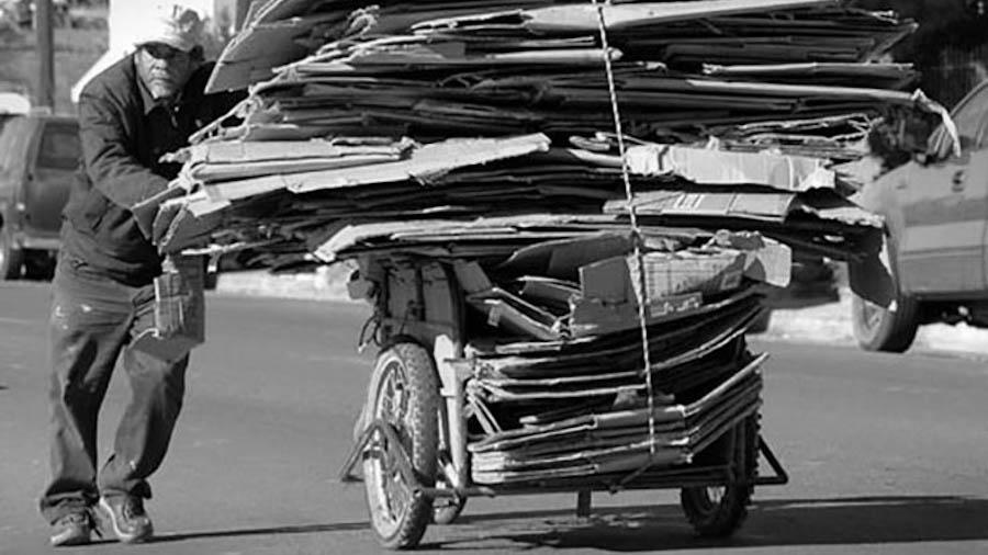 pobreza-cartonero-reciclaje-carton