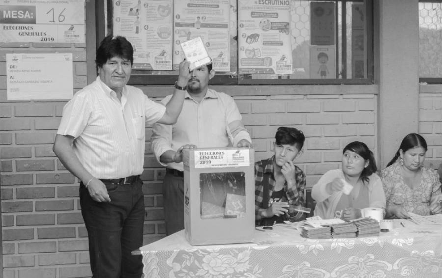 Bolivia Evo Morales vota la-tinta