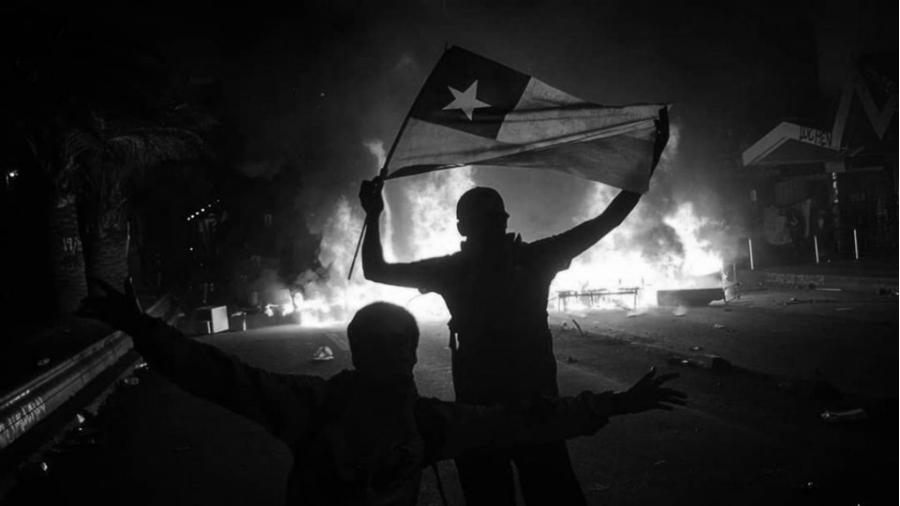 Chile pueblo movilizados bandera la-tinta