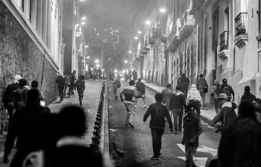Ecuador Quito manifestantes contra la policia la-tinta