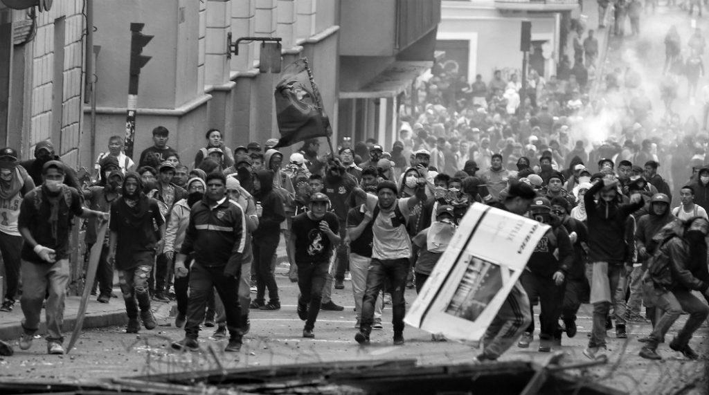 Ecuador barricadas ciudad de Quito la-tinta
