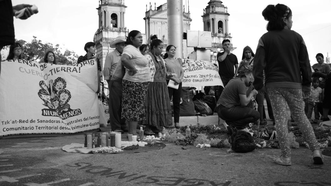 Guatemala-feminismo-femicidio-ceremonia-maya-Huayra-Bello-02