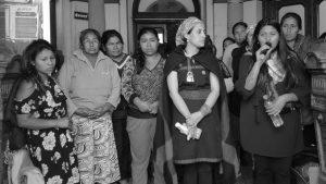 Mujeres indígenas se encierran en el Ministerio del Interior