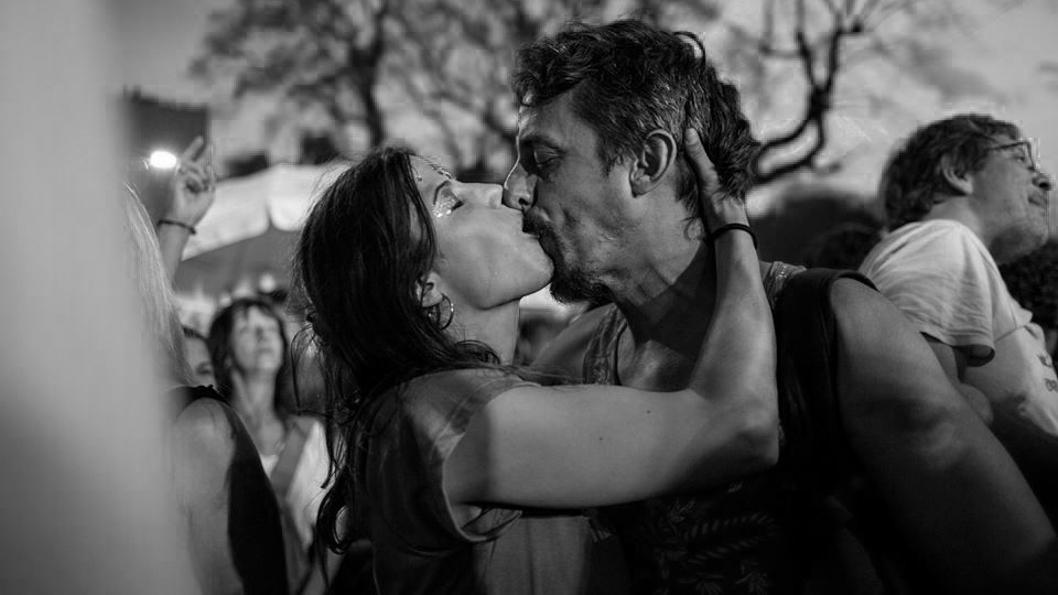 Beso-pareja-Lucia-Prieto-amor-pareja