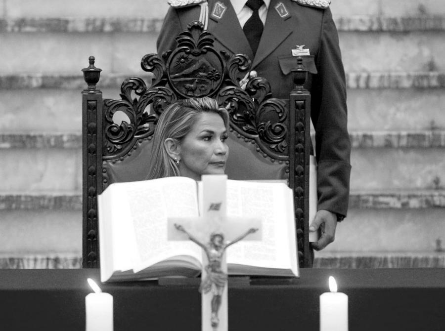 Bolivia Jeanine Añez biblia casa de gobierno la-tinta