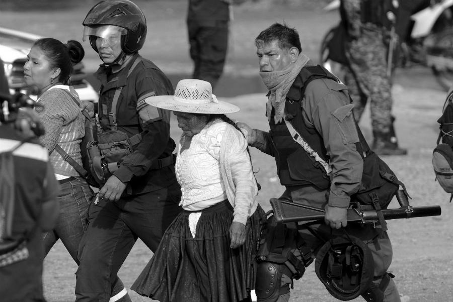 Bolivia represion contra las mujeres la-tinta