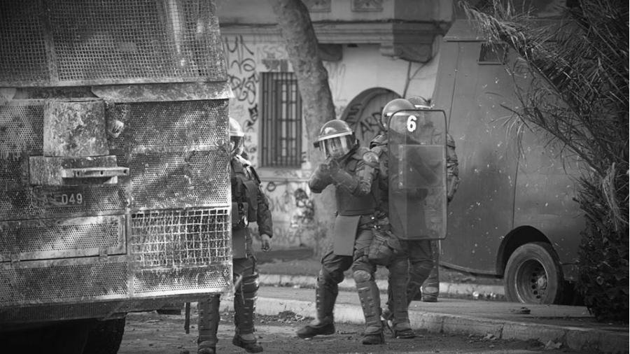 Chile Carabineros represion en la calle la-tinta