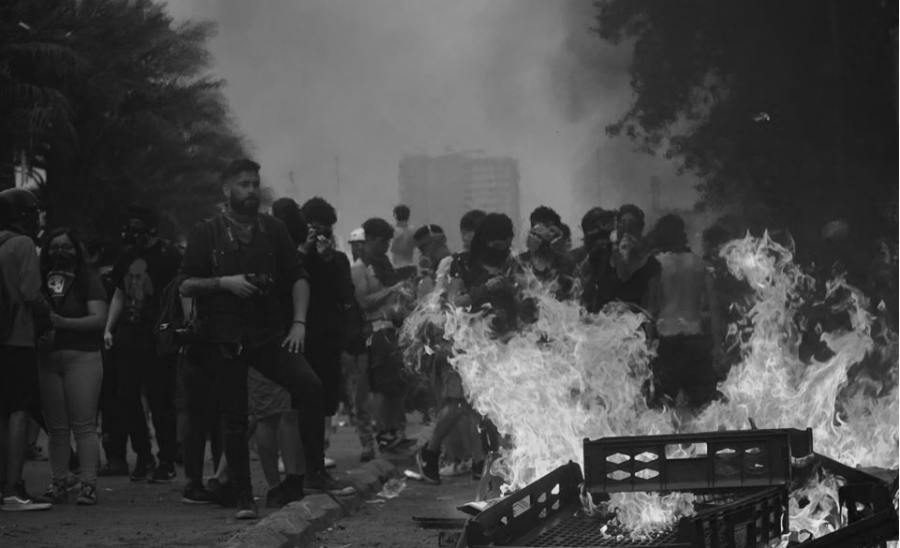 Chile barricada fuego la-tinta