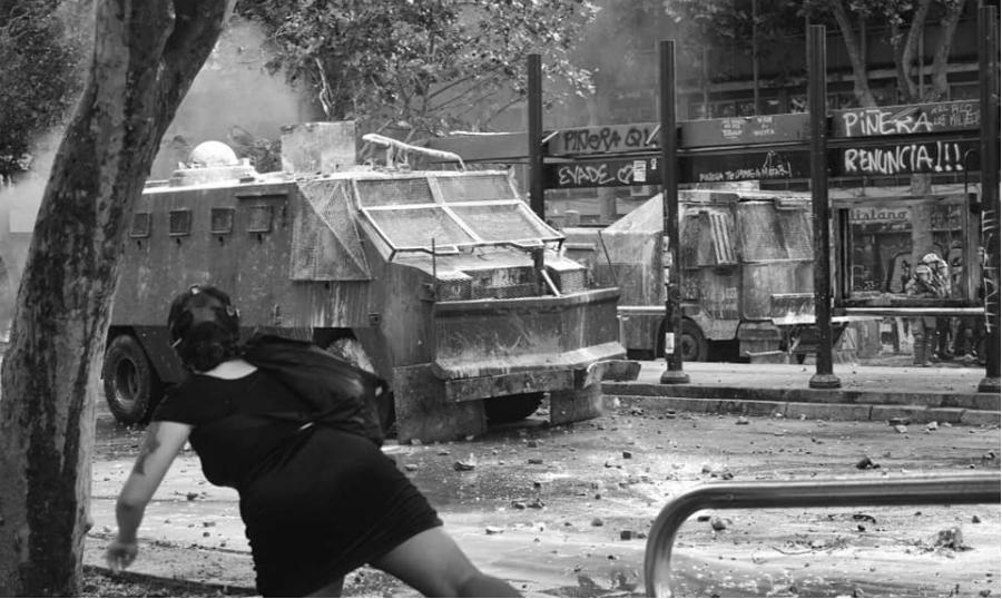 Chile represion carro hidrante la-tinta