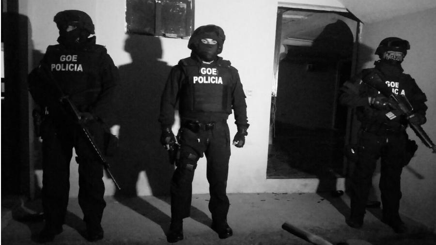 Ecuador policia allanamiento la-tinta