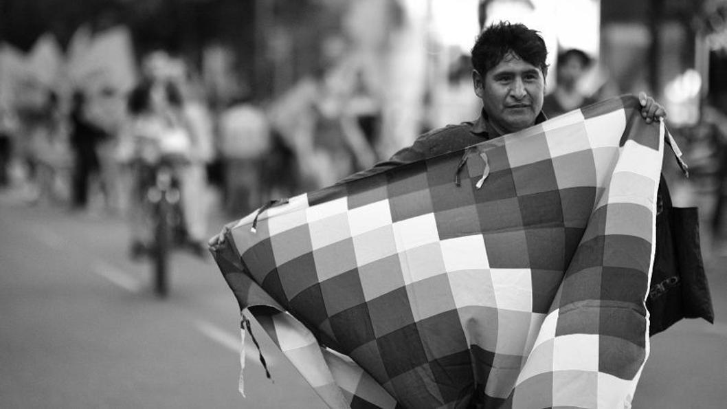 pueblos-originarios-argentina-bolivia-wiphala-cordoba-la-tinta