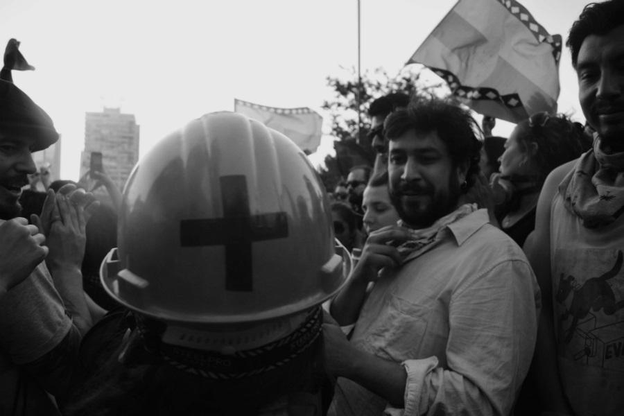 Chile manifestantes y rescatistas la-tinta
