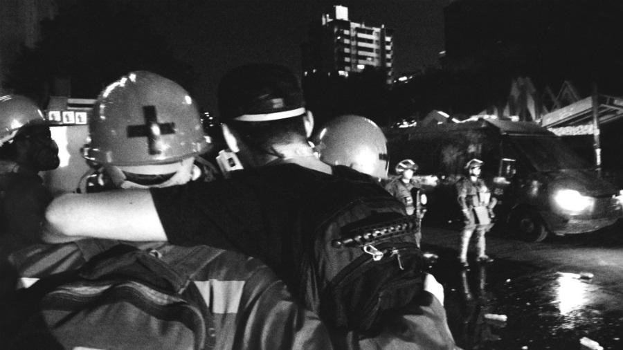 Chile rescatistas ayudan a manifestantes la-tinta
