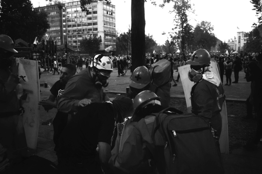 Chile voluntarios rescatistas junto a heridos la-tinta