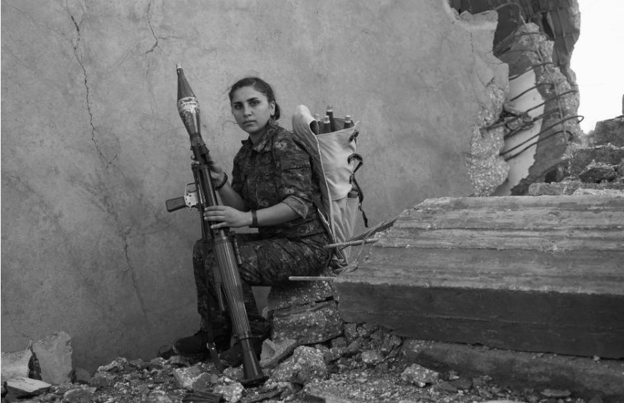 Rojava Kurdistan miliciana de las YPJ la-tinta
