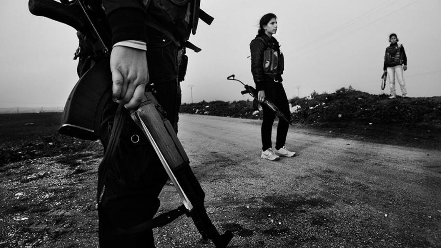 Rojava YPJ milicianas la-tinta