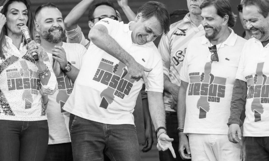 Brasil Jair Bolsonaro con evangelicos la-tinta