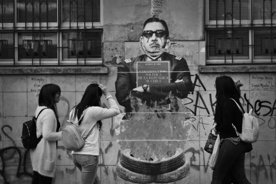 Chile mural contra Pinochet la-tinta