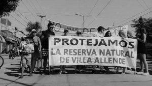 Minera busca licencia social para cerrar un camino público y explotar zona de reservas