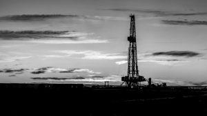 Las petroleras no invierten, el Estado las subsidia