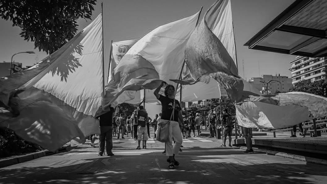 bandera-marcha-calle-manifestacion