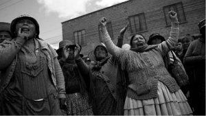 Hacer del abrazo un hecho político de solidaridad contra el golpe de Estado
