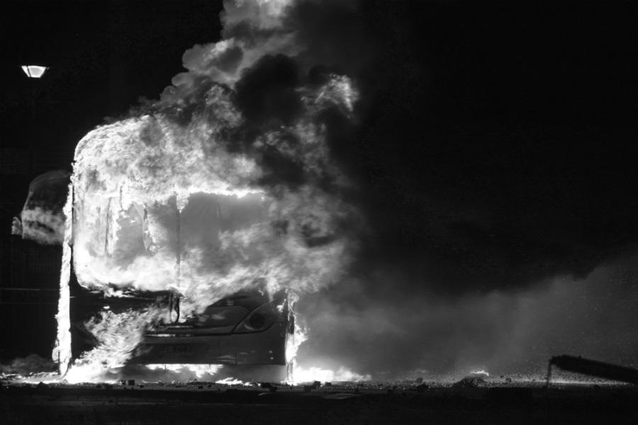 Chile fuego en las calles la-tinta