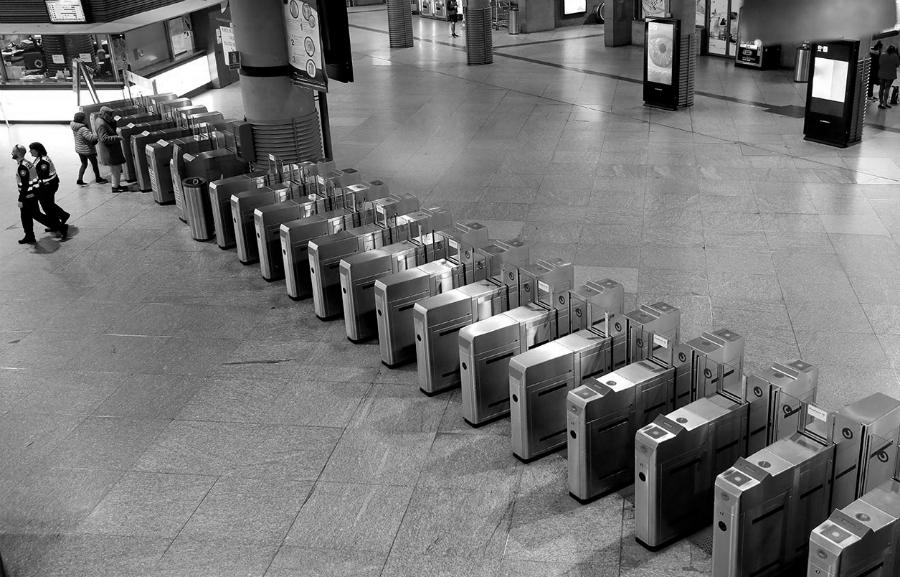 España cuarentena estacion de trenes la-tinta