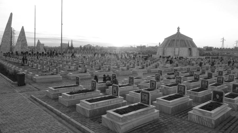 Kurdistan Rojava cementerio de martires la-tinta